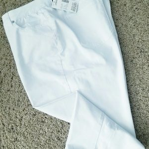 🎯NWT Catherine's White Jeans